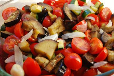 Crumble salé tomates cerise - aubergine - courgettes