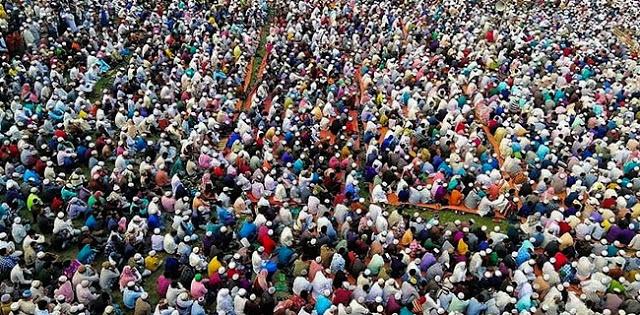 Memohon Dijauhkan Dari Wabah Corona, 250 Ribu Muslim Bangladesh Gelar Doa Bersama Di Lapangan
