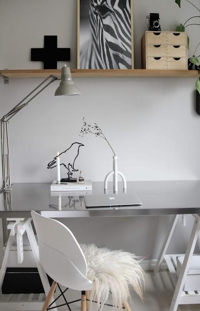 annelies design, webbutik, webbutiker, webshop, nätbutik, inredning, kök, köket, kvadratiskt, kvadrat, square, ljusstake, ljusstakar, arbetsrum, arbetsrummet, korp, korpar, siluett, siluetter, fågel, hemmakontor, arbetshörna, kors,