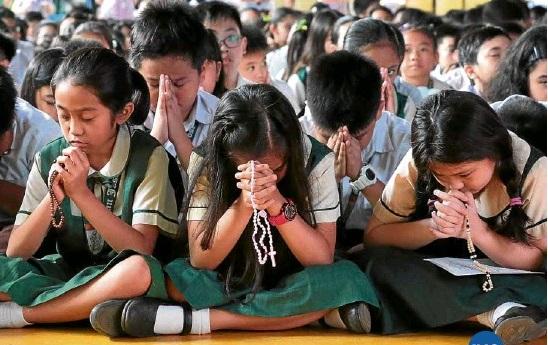 11 Tips Mengajarkan Doa Rosario pada Anak