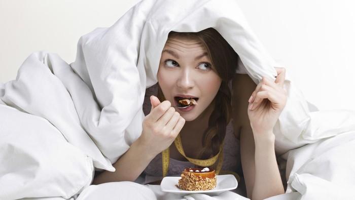 Dampak Negatif Makan Malam Sebelum Tidur