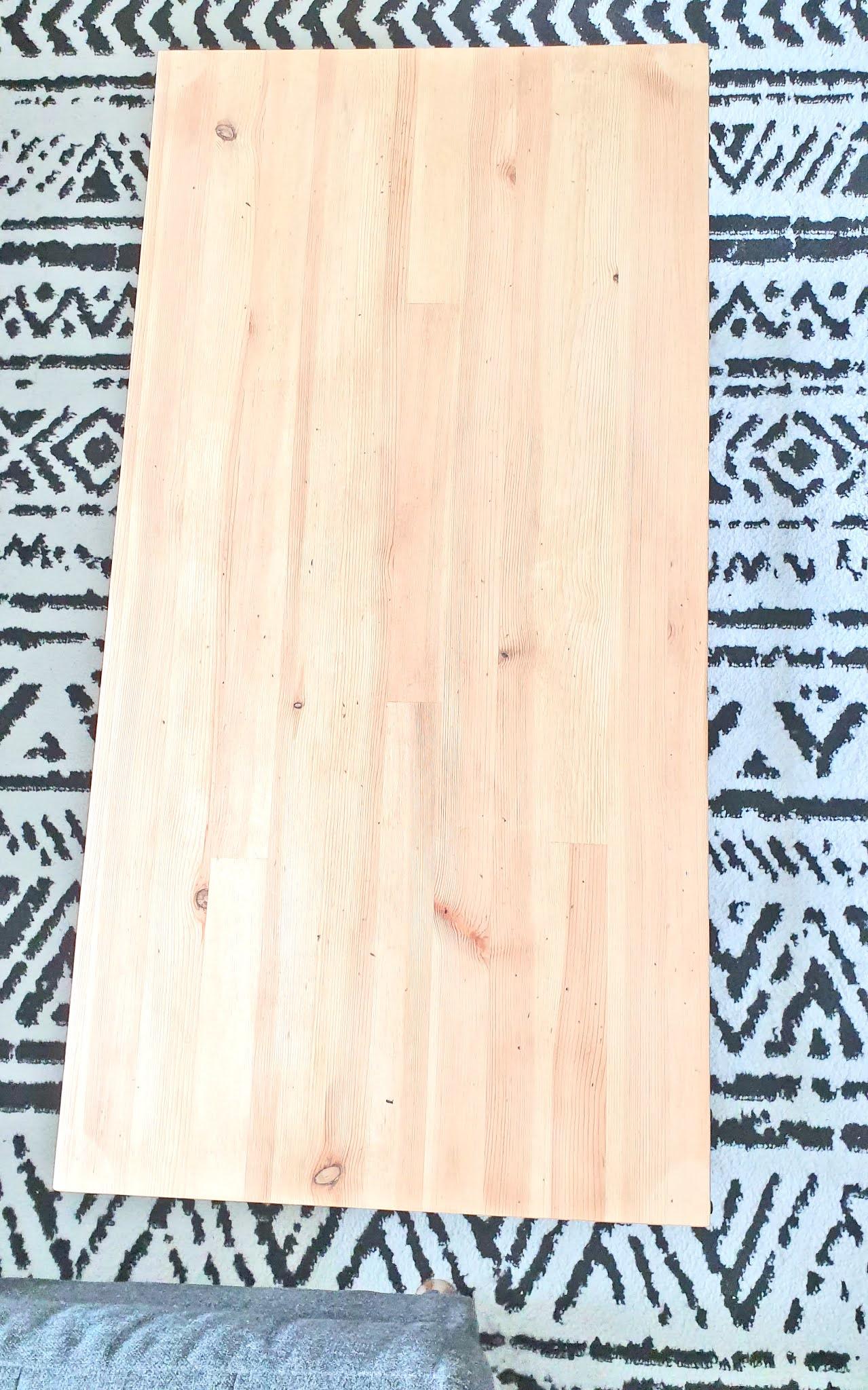 odnawianie drewnianego stolika