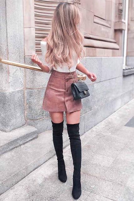 falda con botas negras