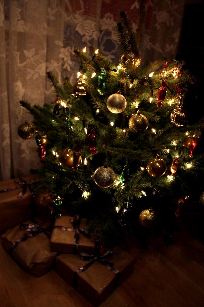 Święta: atmosfera, choinka, prezenty, pocztówki