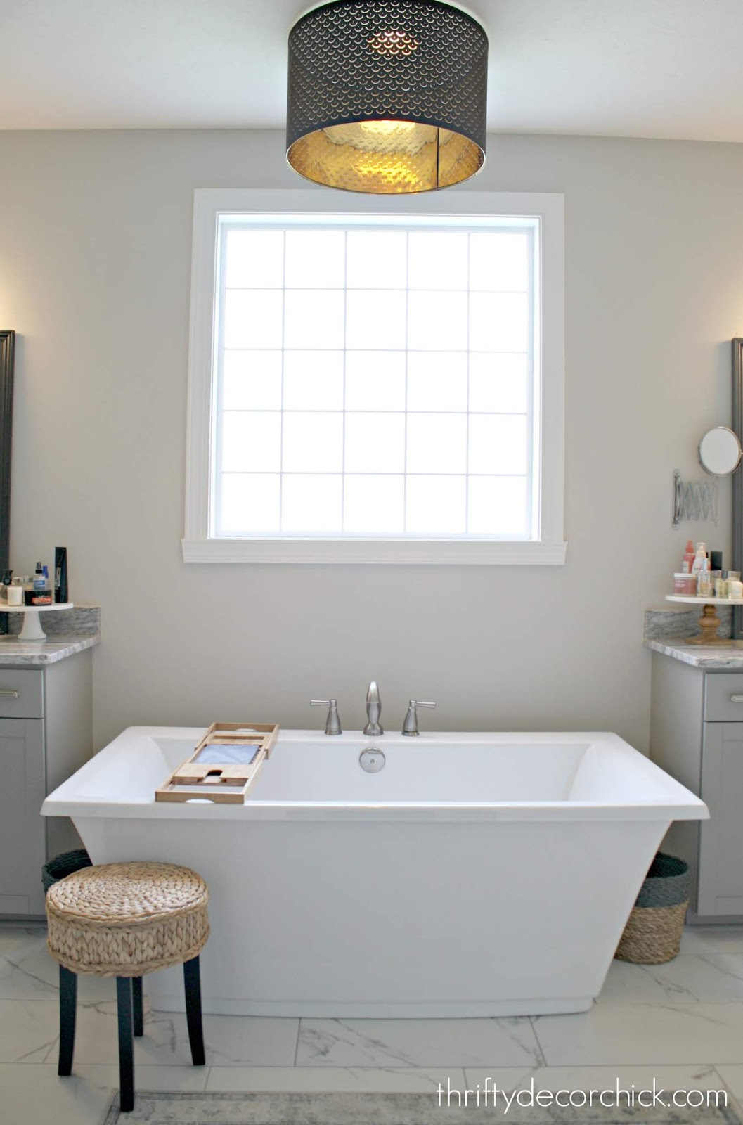 Freestanding soaking tub