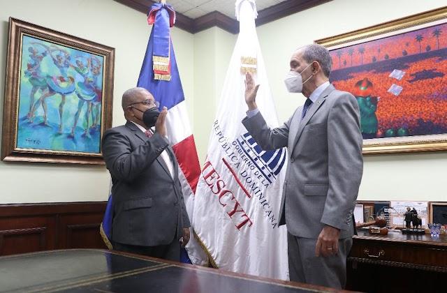 Francisco Vegazo Ramírez es juramentado como nuevo rector ITSC