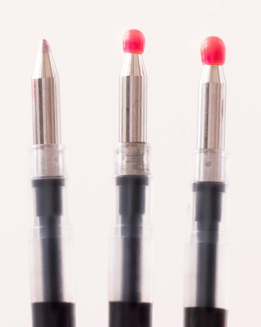 ペン先を保護する、赤いポッチ