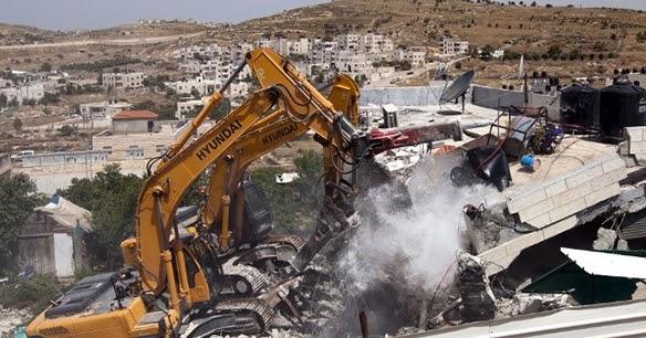 Hasil gambar untuk menghancurkan rumah palestina