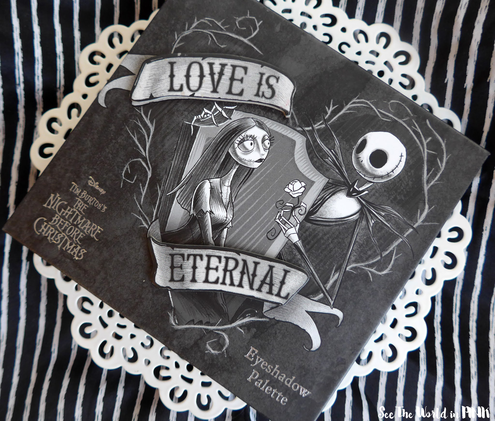 Hot Topic The Nightmare Before Christmas Love Is Eternal Eyeshadow Palette