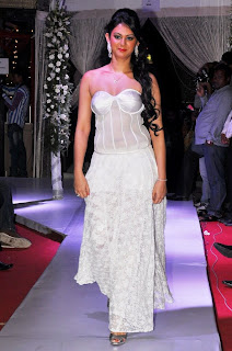 0012 WWW.BOLLYM.BLOGSPOT.COM Actress Kamna Jetmalani Ramp Walk Pictures in  White Dress at Sheesha Sky Launch Picture Posters Stills Image Wallpaper Gallery.jpg