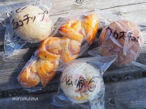 丸いパンとエピ