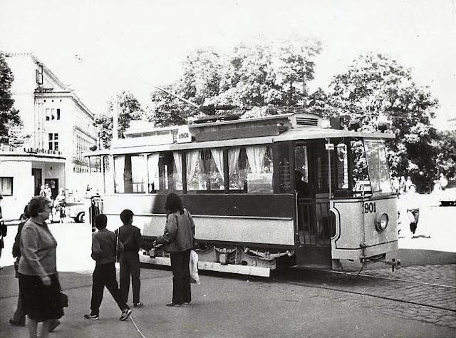 1987 год. Рига. Экскурсионный ретро-трамвай на улице Радио.
