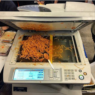 Büro lustig - Kopierer mit Essen verunstalten lustig