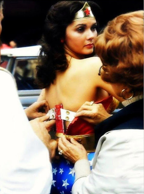 20 Behind-The-Scenes Photos Of Lynda Carter From -4801