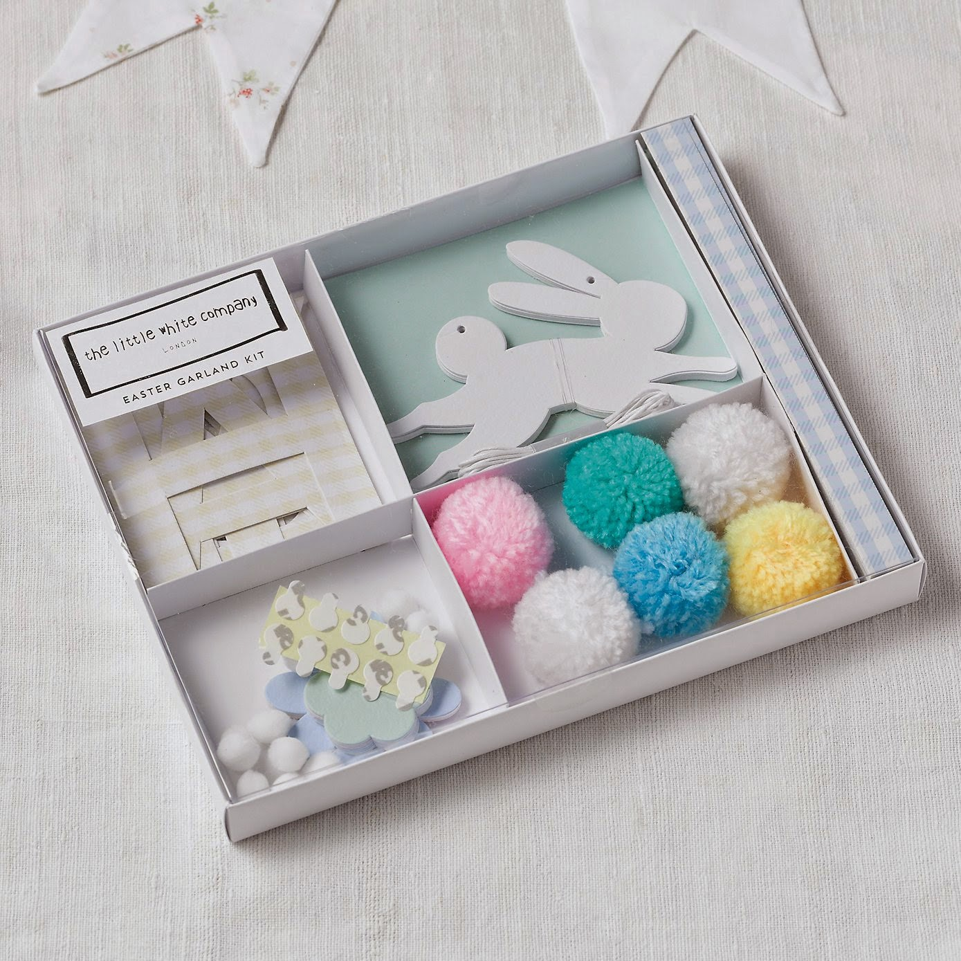 mamasVIB | V. I. BUSY BEES: 5 Egg-tra Easy Easter crafts you can do with the kids - no DIY involved! | easter  crafts | eater crafts | easter cards | kids crafts | crafts to buy | quick easter crafts | diy | shop brought | pinterest | easter pinterest board | cards | eggs | decorate |
