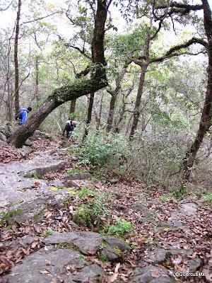 Excursionistas bajando del Pico Norte del Cerro de la Silla