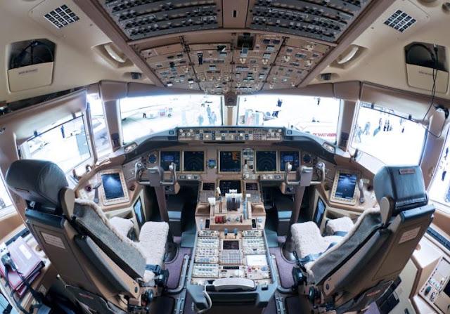 Boeing 777-200LR cockpit