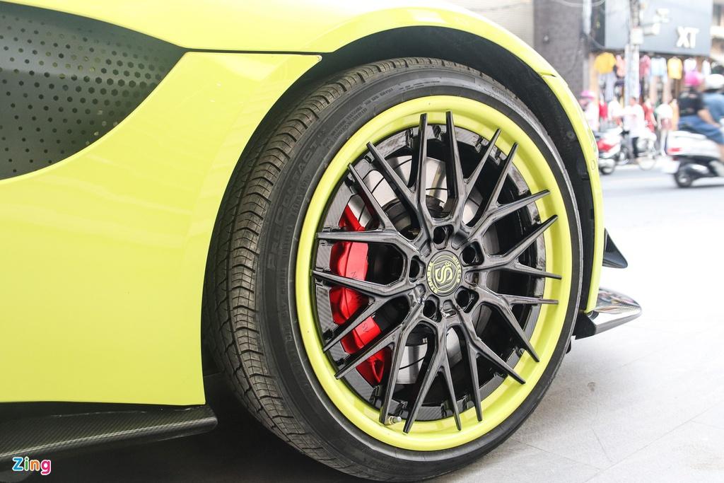 Aston Martin Vantage đầu tiên tại VN đổi diện mạo với bộ mâm hàng độc