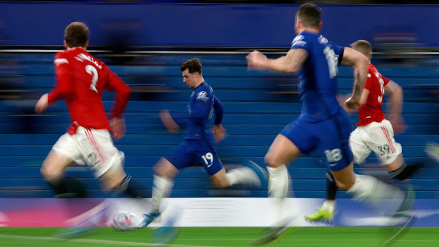 Chelsea star Mason mount on the move against Man United