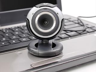 كيف تحمي نفسك من التجسس من خلال كميرة الويب الخاصة بك وتأمينها