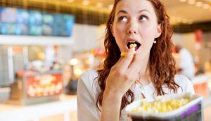 Ternyata Makan Saat Perut Kenyang Berbahaya