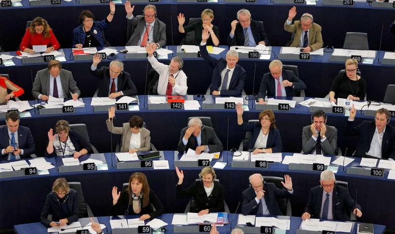 Το Ευρωκοινοβούλιο ψήφισε να «παγώσει» η ένταξη της Τουρκίας στην ΕΕ