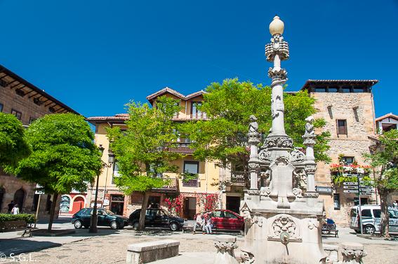 Un dia en Comillas, joya de Cantabria. Fuente de Tres Caños