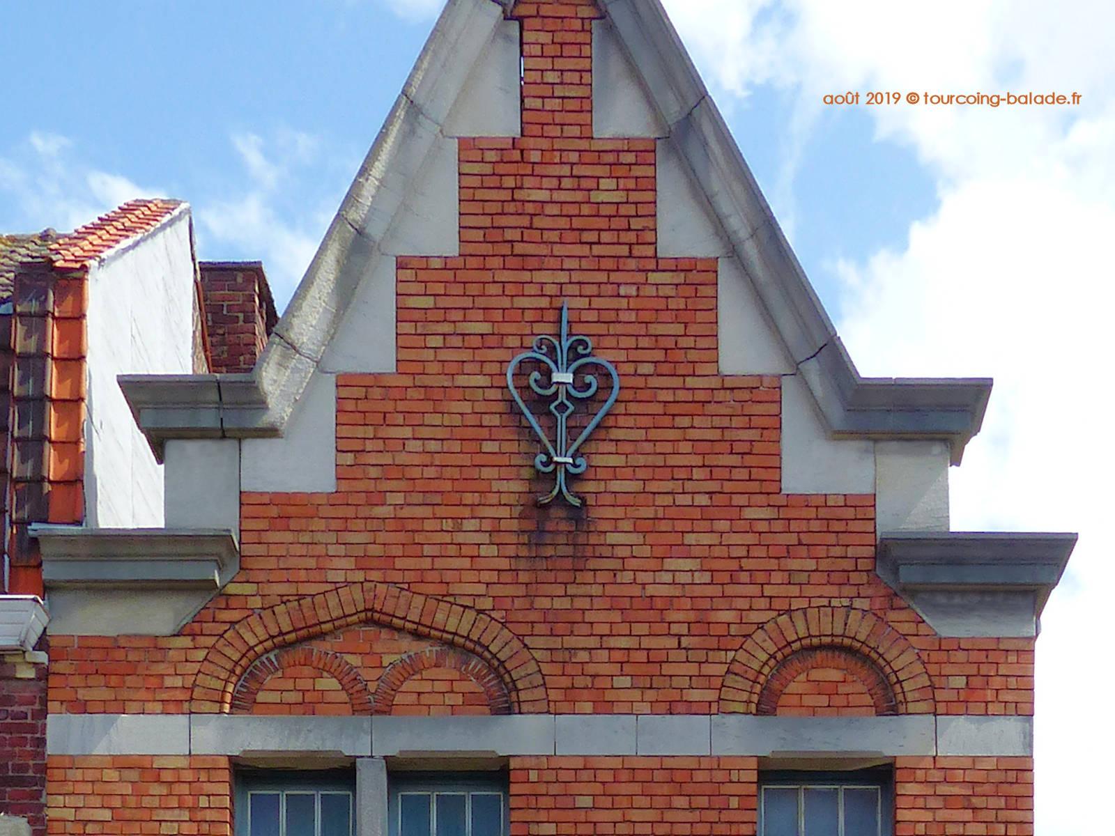 Fer d'ancrage façade Néo-Flamande, Tourcoing Blanc Seau, 2019