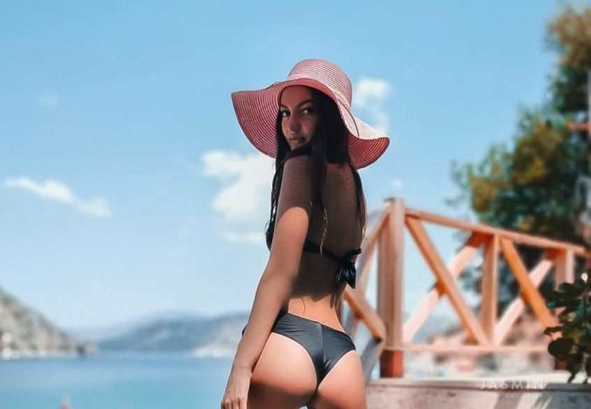 https://www.glamourcams.live/chat/AngelOfSky