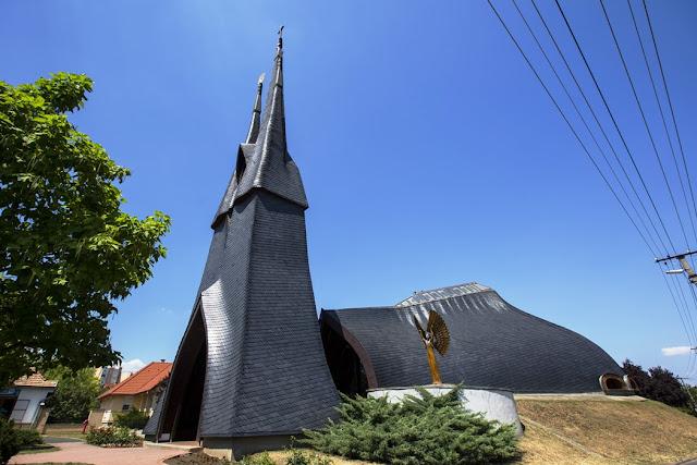 Catholic church, Paks - Imre Makovecz