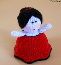 https://eltallerdenelumbonita.wordpress.com/2013/06/06/muneca-amigurumi-reversible/