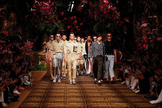 Dolce&Gabbana verão 2020 - Pochetes para celulares em alta