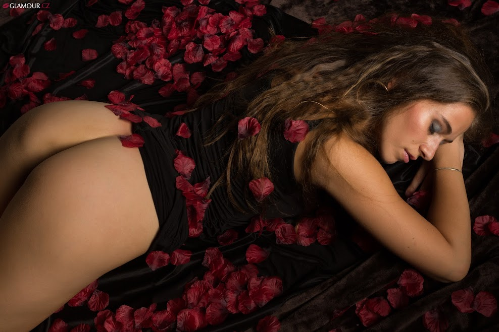 [Glamour.CZ] Anna - Red Roses, Part 2