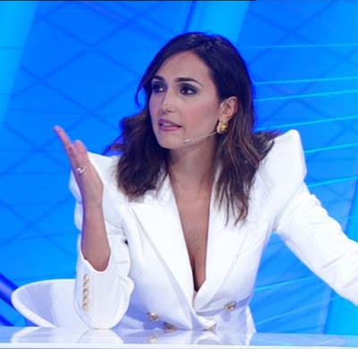 Caterina Balivo bellissima conduttrice tv concorrente Top 10 29 maggio