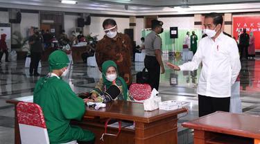 030731300 1615374739 IMG 20210310 WA0084 Jokowi Minta Seluruh Pelayan Toko di Mal Divaksinasi Covid-19