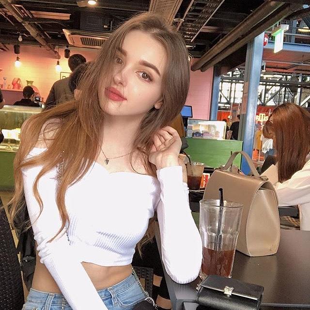 Gorgeous Stylish Girl FB DP