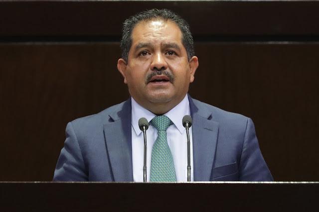 José Guadalupe Aguilera pide reconsiderar el recorte de personal en la SEP
