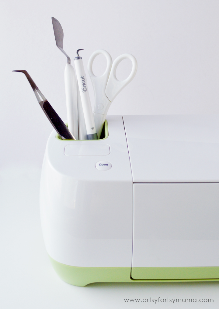 Why should you choose the Cricut Explore? Find out at artsyfartsymama.com
