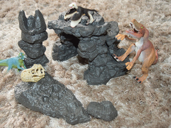 Review | Schleich Dino Set With Cave