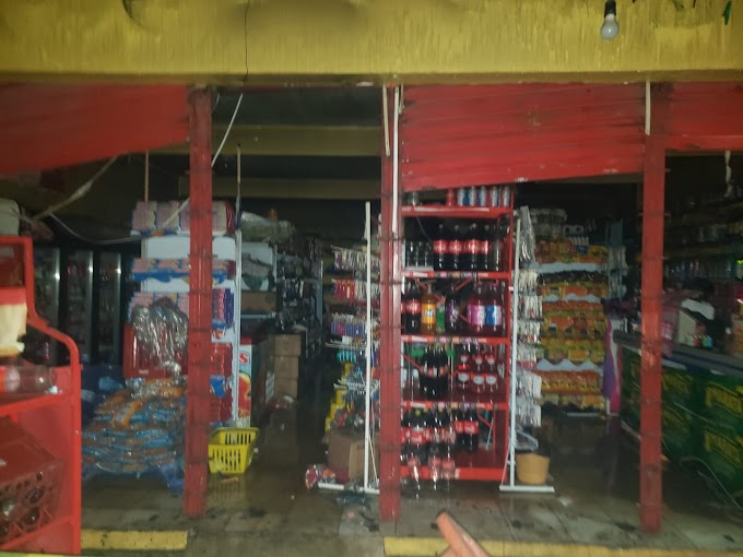 Bombeiros controlam incêndio no comercial Victor, em Chapadinha.