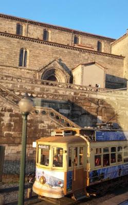 Eléctrico que sai do centro do Porto para a Foz