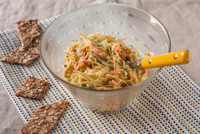 Salata od narendanog kupusa, šargarepe i celera