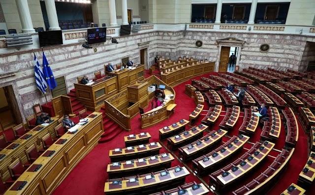 Ψηφίστηκε στη Βουλή το νέο πλαίσιο για τις δημόσιες συμβάσεις