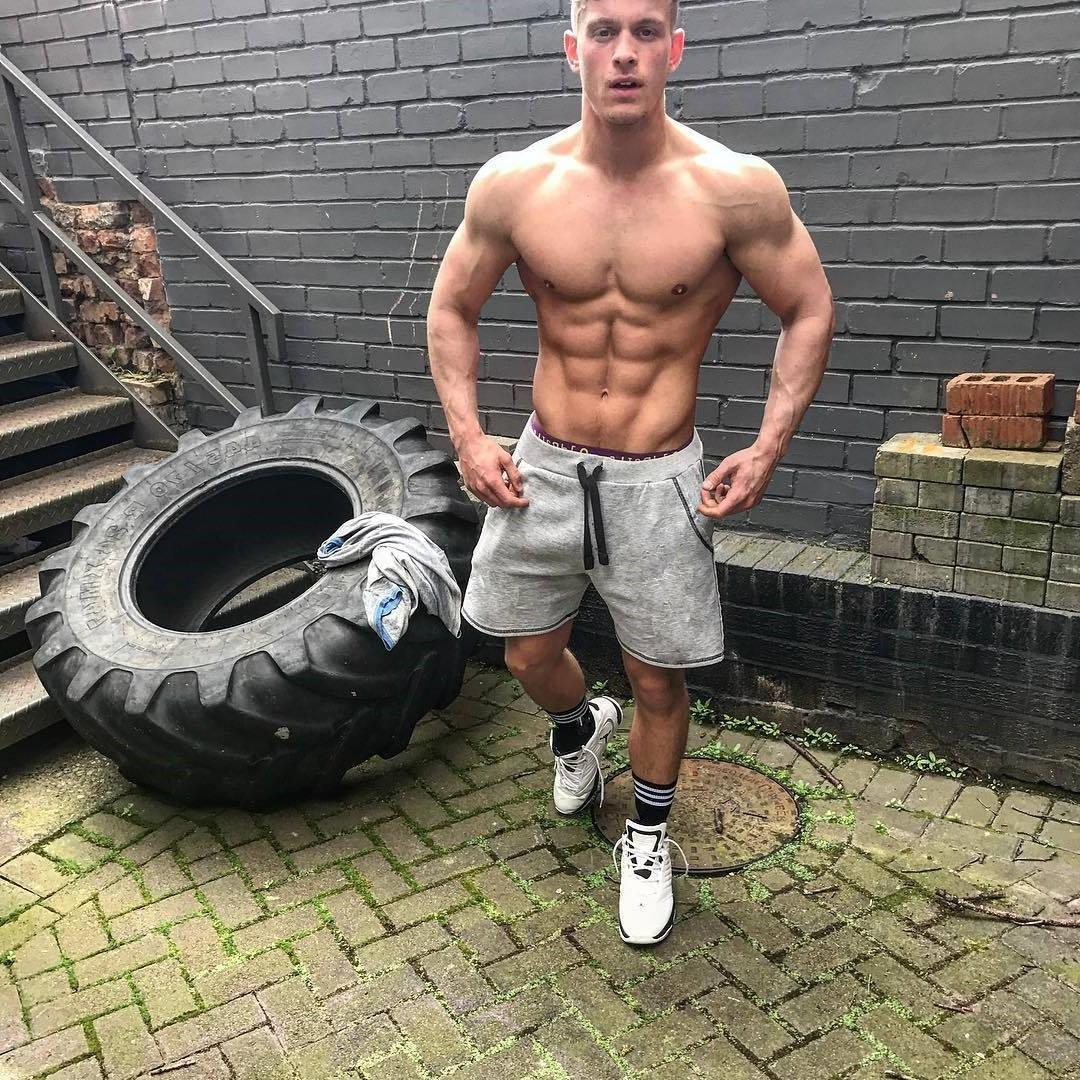 strong-barechest-guy-ripped-sixpack-abs-wide-shoulders-young-hunk