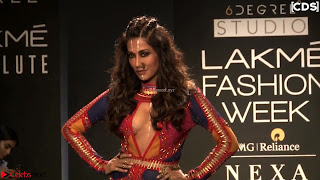 Chitrangada+Singh+walks+the+Ramp+in+Sizzling+Deep+Neck+Top+%7E+CelebsNext+Exclusive+007.jpg
