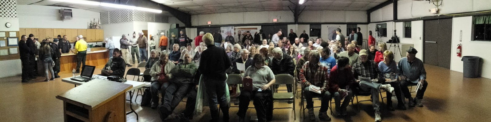 Otto Fire Information Meeting  Panoramic shot of room from front  Photo by Bobby Coggins