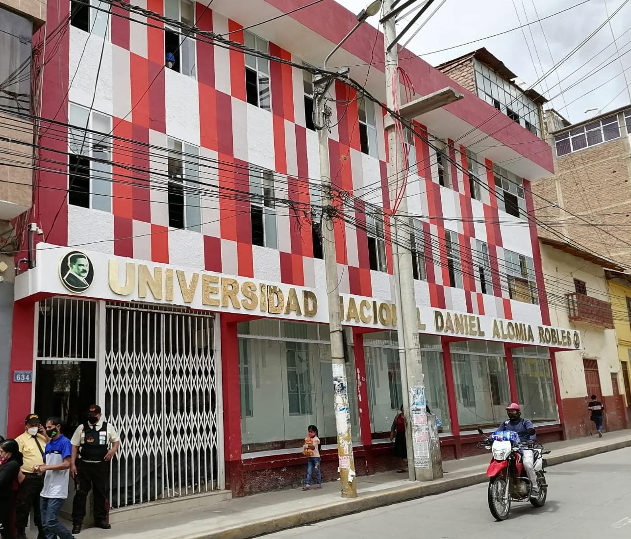 Universidad Nacional Daniel Alomía Robles - UNDAR