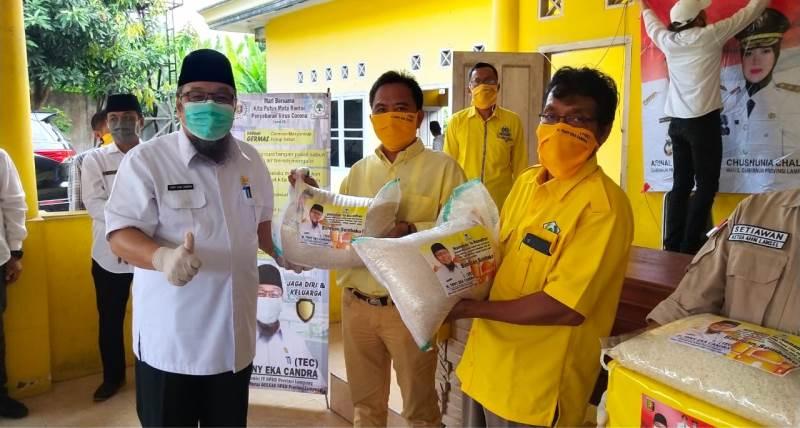 TEC Beri Sembako, Masker dan Hand Sanitizer untuk Honorer, Nelayan dan Pengurus GOLKAR Lamsel