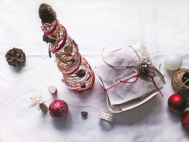 Decorazioni e pacco regalo di natale