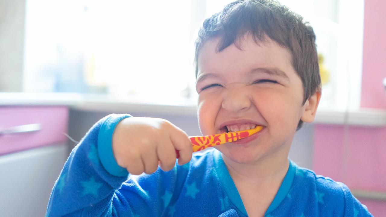 Cara Melatih Anak agar Rajin Gosok Gigi Sejak Bayi